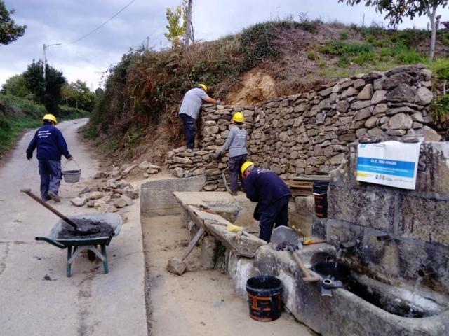 Recuperación muro e fontes  en Freixoso
